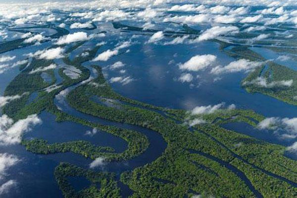 Dòng sông nào dài 7.000 km, không có cầu bắc qua?