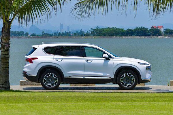 Hyundai Santa Fe 2021 giá từ 1,030 tỷ đồng tại Việt Nam có gì để 'đấu' với Toyota Fortuner?