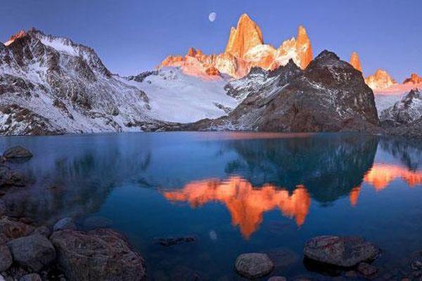Dãy núi nào dài hơn 7.000 km?