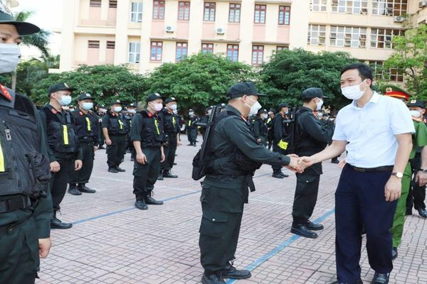 Bộ Tư lệnh Cảnh sát cơ động chi viện Bắc Giang chống dịch