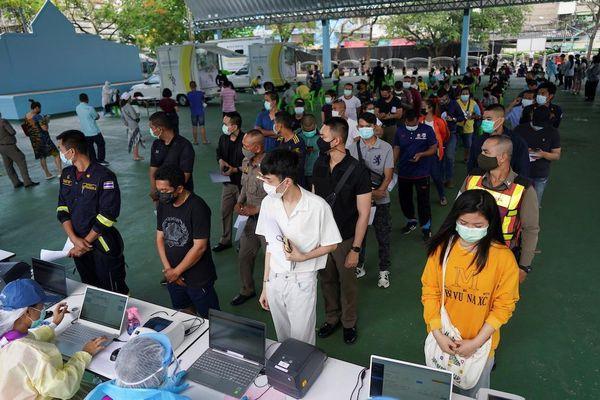 Thái Lan: Gần 7.000 ca mắc COVID-19 mới là phạm nhân
