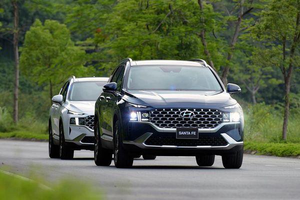 Hyundai Santa Fe thế hệ mới nhắm cạnh tranh 'sát ván' với KIA Sorento
