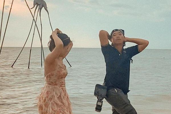 Thợ ảnh Phú Quốc bất ngờ nổi tiếng vì hướng dẫn khách tạo dáng sexy