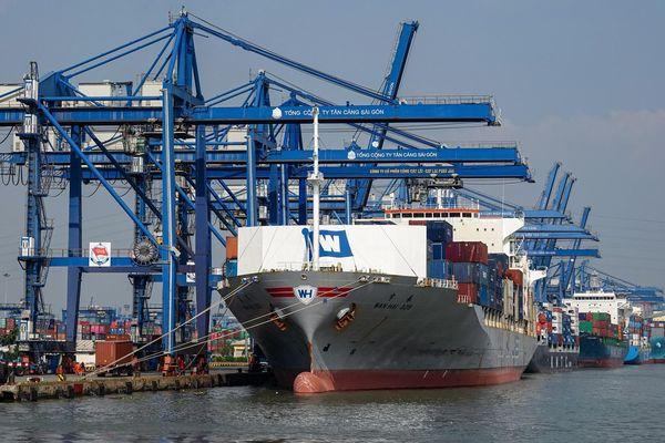 Đề xuất nâng mức phạt khi không công khai giá dịch vụ tại cảng biển