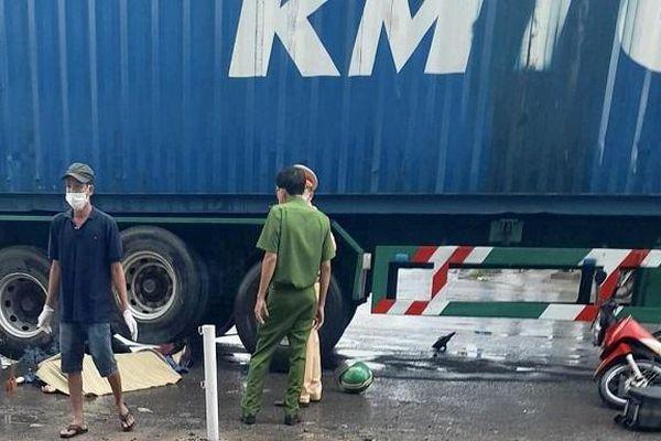 Tai nạn giao thông mới nhất hôm nay 18/5: Nữ sinh tử vong, tài xế mặc áo Grab nguy kịch sau va chạm với xe container