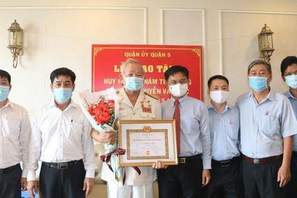 TPHCM trao Huy hiệu Đảng cho 2.179 đảng viên cao tuổi Đảng