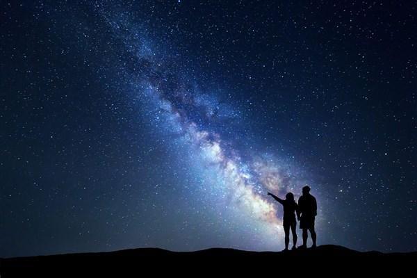 Vì sao chúng ta nhìn thấy các ngôi sao?