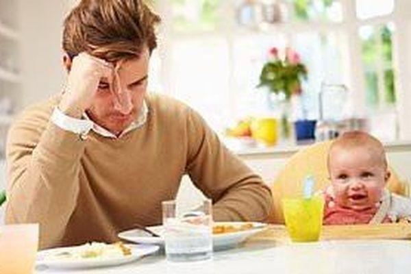Trẻ em dễ béo phì nếu cha mẹ thường xuyên bị căng thẳng