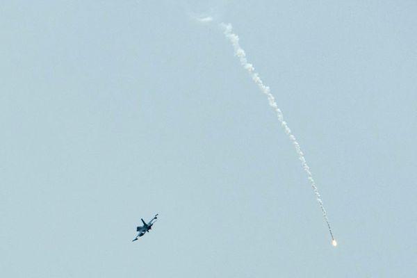 Tiêm kích Mỹ bắn pháo sáng chặn máy bay vi phạm không phận tổng thống