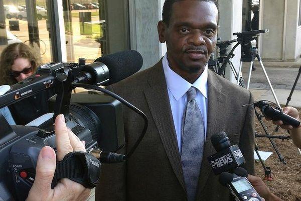 Đền bù 84 triệu USD cho hai anh em ngồi tù oan 31 năm vì tội hiếp dâm