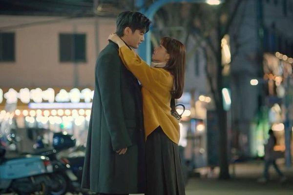 'Doom at Your Service': Park Bo Young tỏ tình 'Tôi sẽ thử yêu anh', Seo In Guk 'Vậy hãy làm cho tử tế'