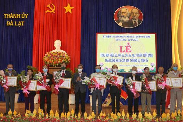 Lâm Đồng: Trao Huy hiệu Đảng đợt 19/5