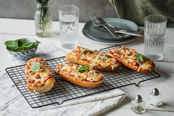 30 phút làm pizza từ bánh mì cho bữa sáng