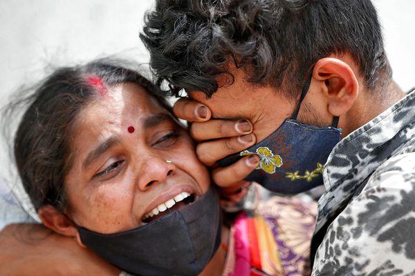 Sao mạng Ấn Độ chỉ cứu bệnh nhân Covid-19 nếu được trả tiền