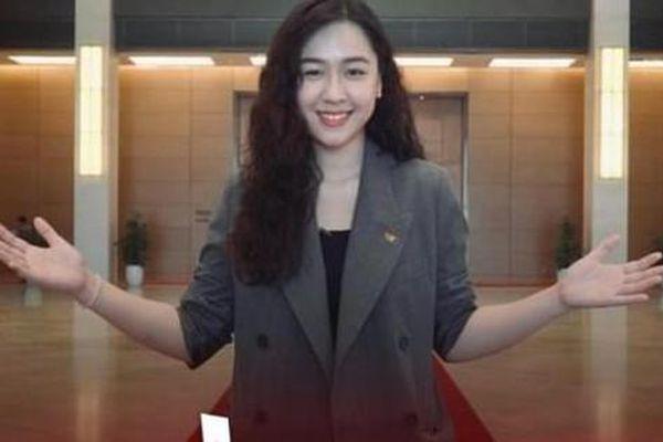 MC Phạm Ngọc Hà My sôi nổi năng động thể hiện vũ điệu bầu cử