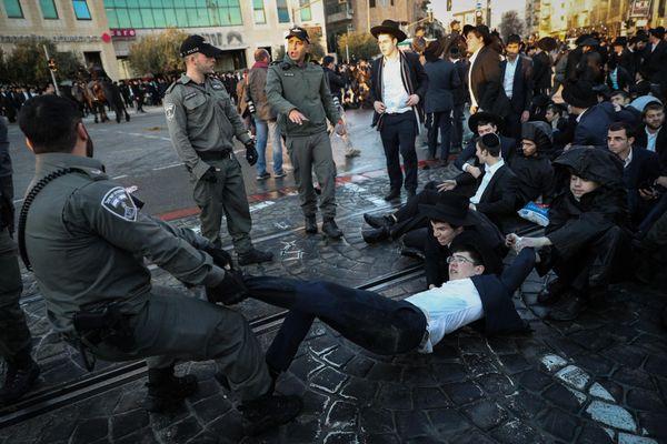 Người Palestine đụng độ với cảnh sát Israel sau lệnh ngừng bắn tại Dải Gaza