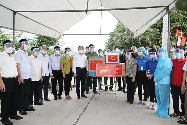 Chủ tịch HĐND TP Nguyễn Ngọc Tuấn kiểm tra tại Thường Tín: Tăng rà soát các phương án bầu cử kết hợp chặt với phòng chống dịch Covid-19