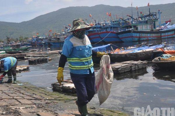 Tốn tiền tỷ dọn rác, vì sao Âu thuyền Thọ Quang vẫn ô nhiễm môi trường?