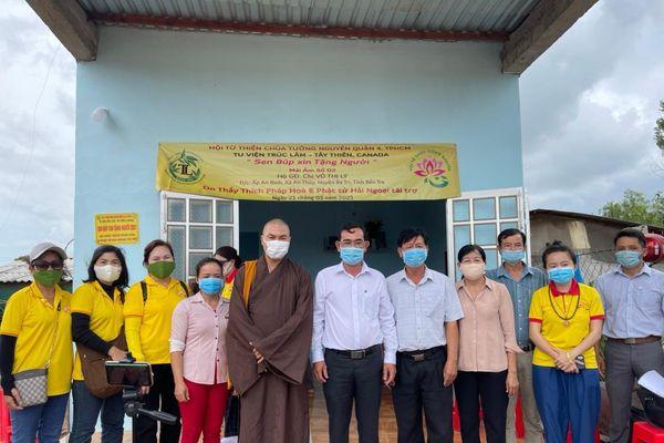 Bàn giao 6 mái ấm 'Sen búp xin tặng người' tại tỉnh Bến Tre
