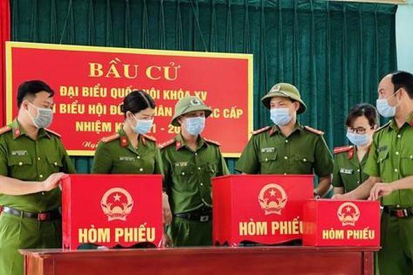 100% cử tri là người bị tạm giam ở Hà Nam đã sẵng sàng bỏ phiếu