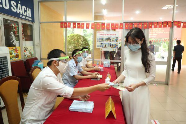 Những hình ảnh đáng nhớ ngày bầu cử ở Hà Nội