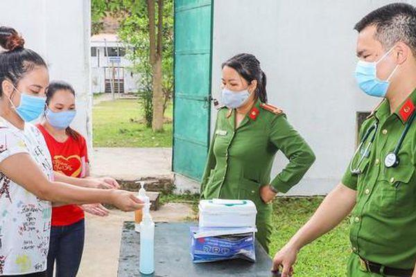 Cử tri ở Trại tạm giam Công an tỉnh Yên Bái, Hà Nam, Nghệ An hoàn thành bỏ phiếu