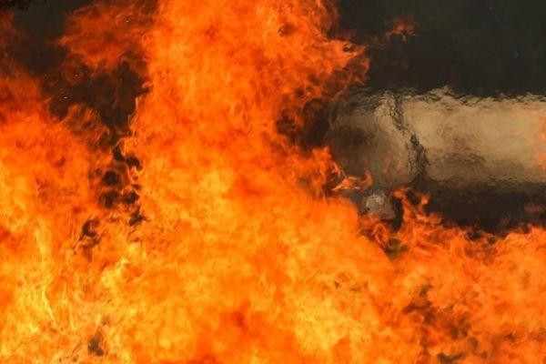 Quảng Ngãi: Cháy lớn thiêu rụi cửa tiệm tạp hóa
