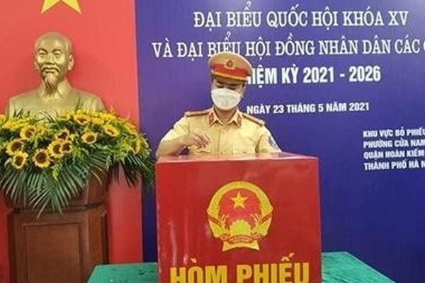Cán bộ, chiến sĩ Công an Hà Nội hoàn thành nghĩa vụ công dân
