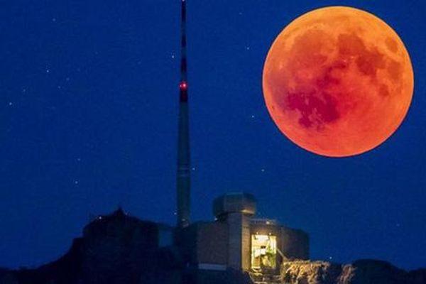 Tối nay sẽ diễn ra nguyệt thực toàn phần 'Siêu trăng máu'