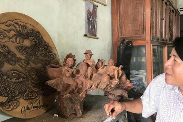 Anh nông dân đa tài 'thổi hồn' vào gỗ