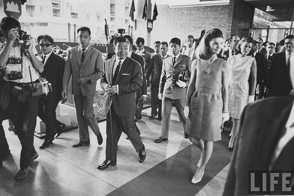 Hình độc phu nhân cố Tổng thống Kennedy ở Campuchia năm 1967