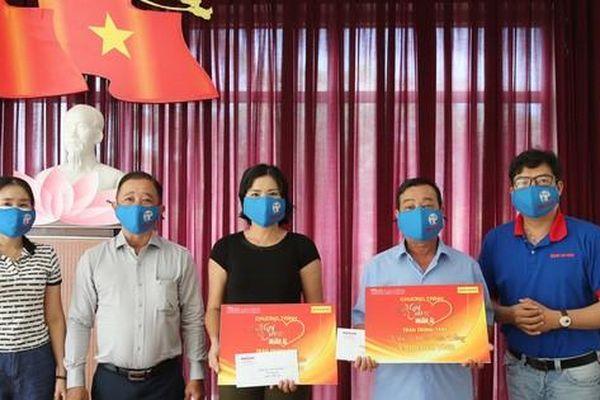 Chương trình 'Mai Vàng nhân ái' thăm 3 nghệ sĩ, nhà báo tỉnh Đồng Nai