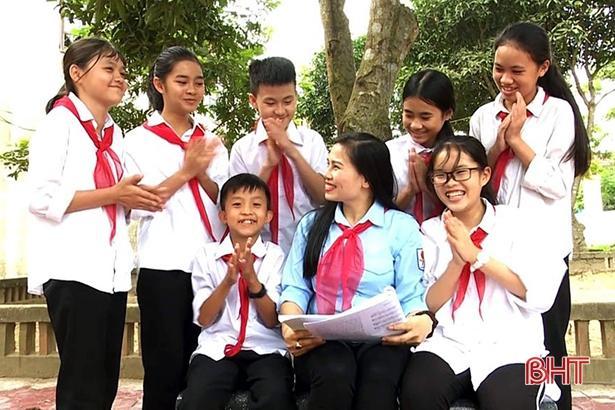 Nữ tổng phụ trách Đội ở Hà Tĩnh đạt giải thưởng 'Cánh én hồng'