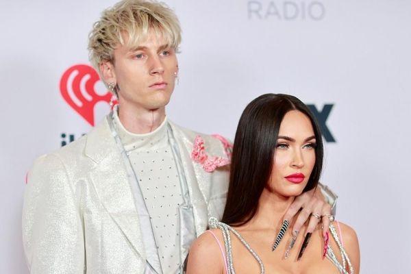 Megan Fox diện bodysuit nóng bỏng sánh đôi tình tứ bên bạn trai tại iHeartRadio Awards