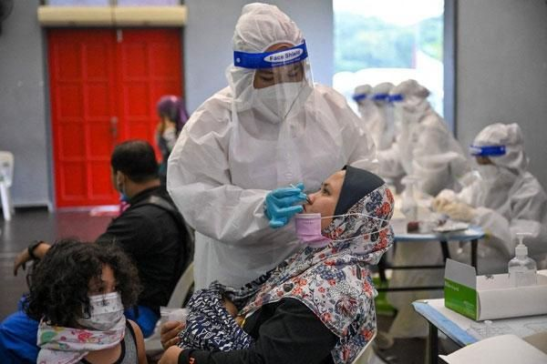 Ca nhiễm Covid-19 tăng kỷ lục, Malaysia phong tỏa toàn quốc trong 2 tuần