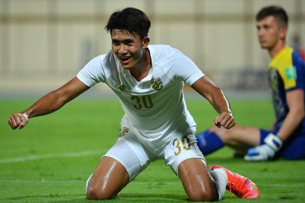 Cầu thủ 18 tuổi lập cú đúp trong trận hòa của tuyển Thái Lan