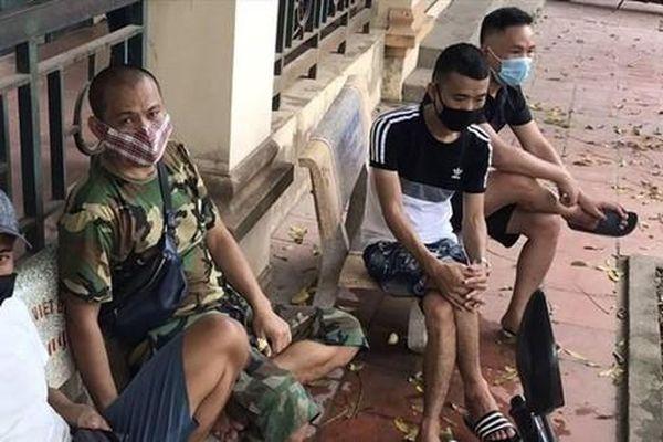 Tụ tập ăn nhậu, 5 người đàn ông tại Bắc Giang bị phạt 200 triệu đồng