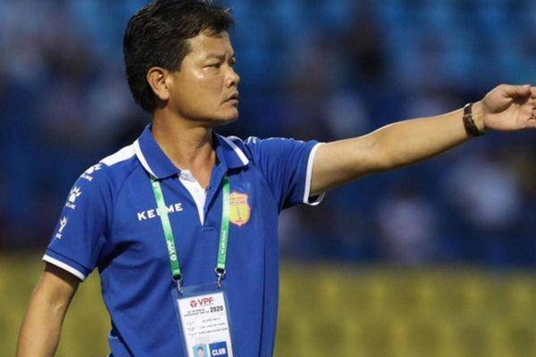HLV Nguyễn Văn Sỹ: Vợ ủng hộ khi tôi đi vay tiền ứng lương cho cầu thủ
