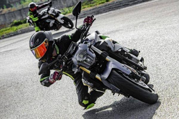Mẫu naked bike Benelli TNT 600 2021 ra mắt, đậm chất thể thao