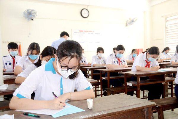 Các thí sinh làm bài thi môn Toán