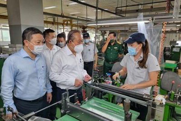 Phó Thủ tướng Thường trực Trương Hòa Bình: Chủ động phòng dịch để bảo đảm an toàn cho công nhân