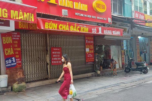 Hà Nội: Quán ăn ngon nổi tiếng mở cửa cầm cự qua ngày
