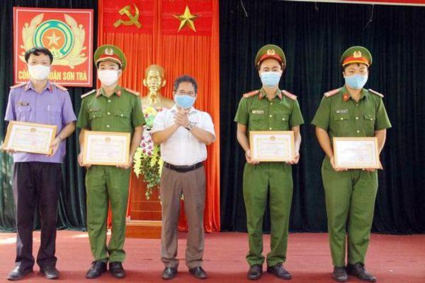 Lãnh đạo Quận Sơn Trà: Khen thưởng các tập thể, cá nhân hoàn thành nhiệm vụ kép
