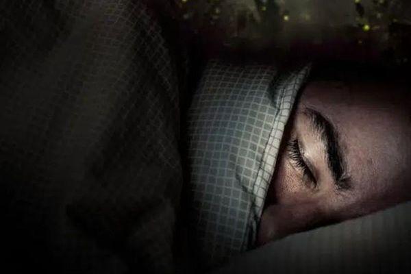 Người đàn ông ngủ mơ có người bắt mình trả nợ và câu chuyện sau đó