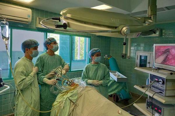 Triển khai thành công phương pháp phẫu thuật nội soi tuyến giáp qua đường miệng