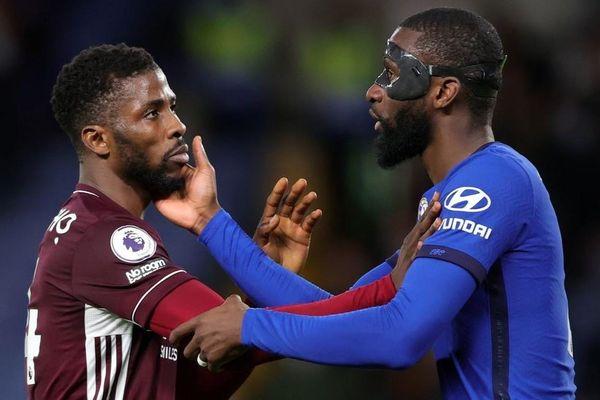 Chelsea và Leicester nhận án phạt