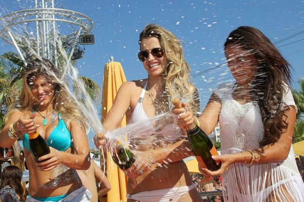 Chật vật hồi sinh đảo tiệc tùng dành cho giới siêu giàu