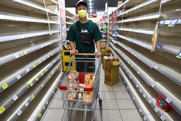 Người Việt ở Đài Loan: Siêu thị bị vét sạch, chẳng còn gì để mua
