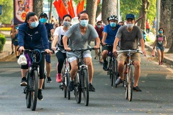 'Khó xử lý người đạp xe quanh hồ Gươm'