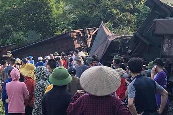 Quảng Ninh: Lật toa tàu chở than, một nam sinh bị thương nặng